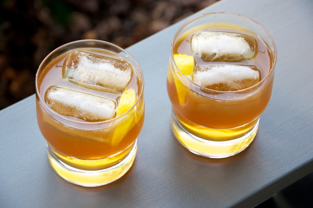 Apple Cider Bourbon Cocktail Recipe // Dula Notes