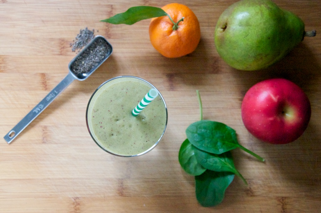 Berry Mandarin Green Smoothie Recipe // Dula Notes