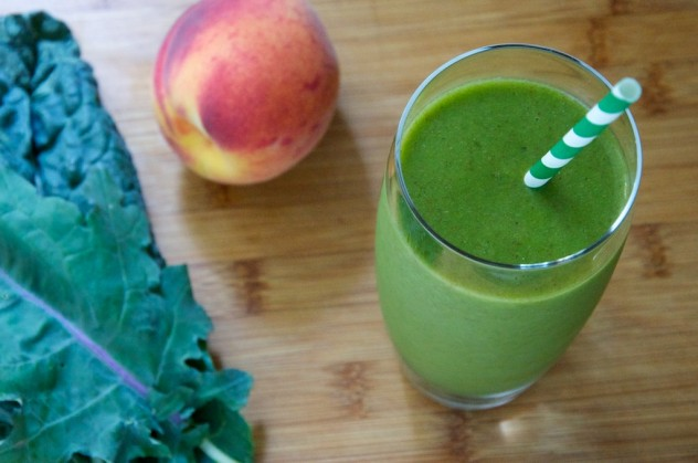Pineapple Peachy Green Smoothie Recipe // Dula Notes