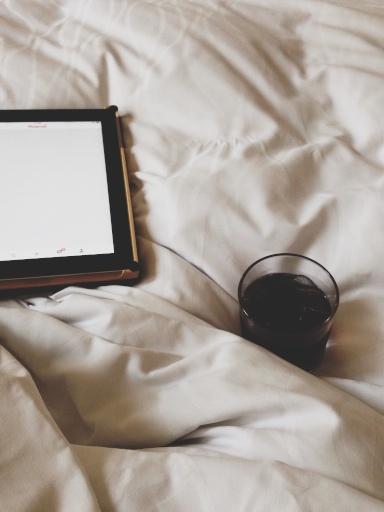 Drinks in bed // Dula Notes