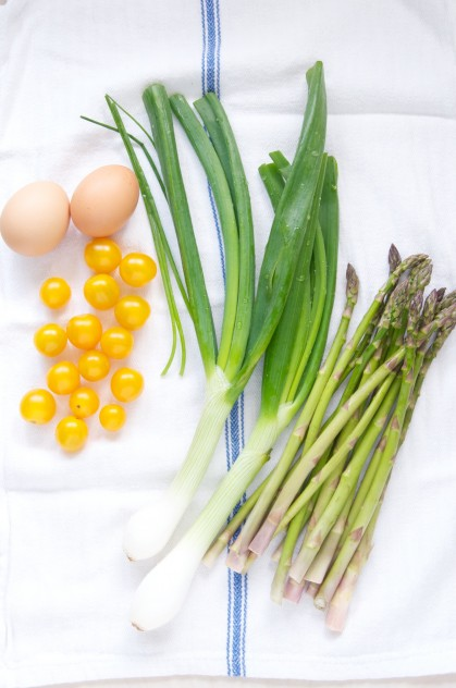 Spring Pizza with Asparagus, Cherry Tomatoes and Spring Onion Recipe // Dula Notes
