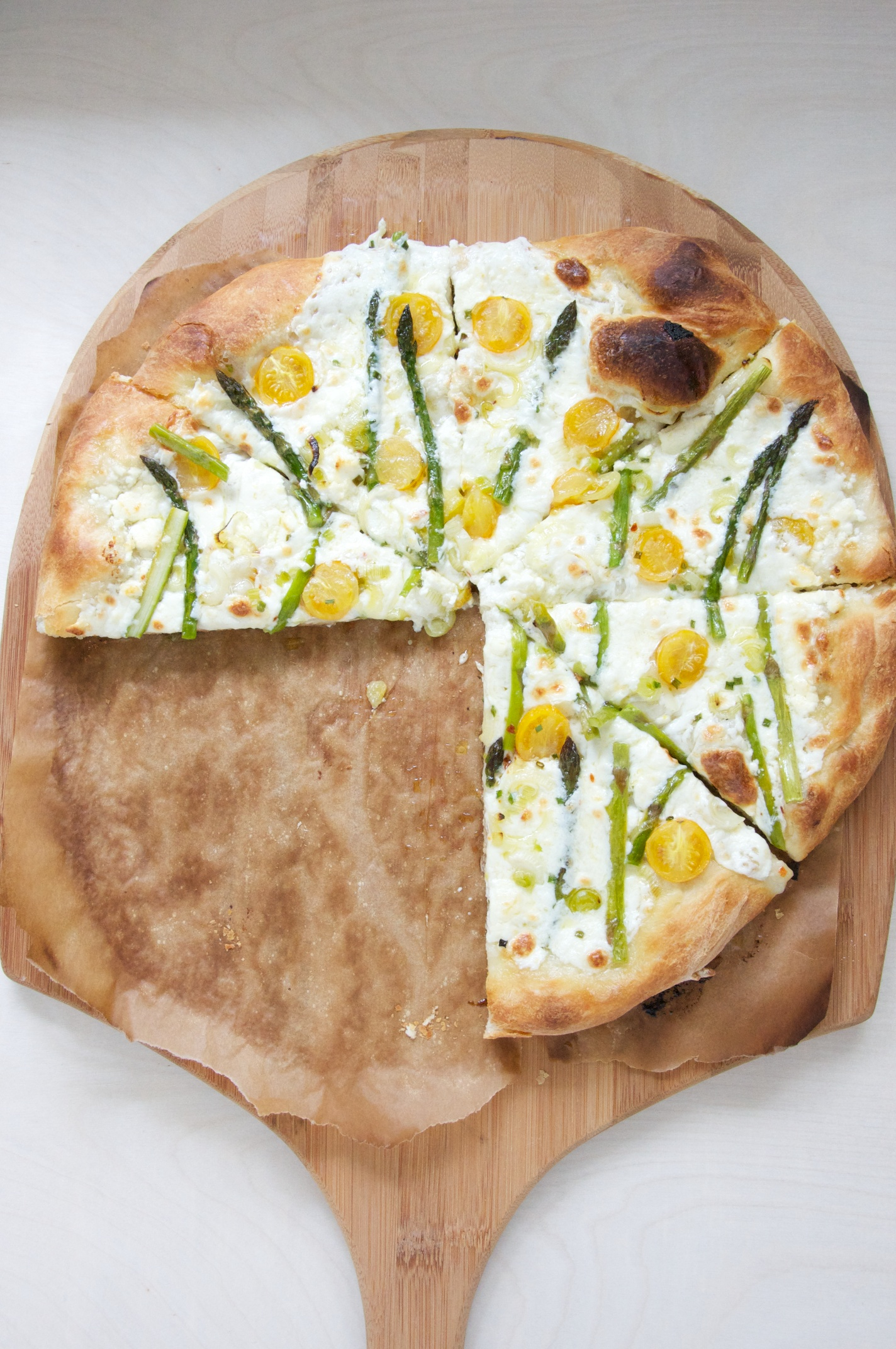 Spring Pizza with Asparagus, Tomato and Spring Onion Recipe // Dula Notes