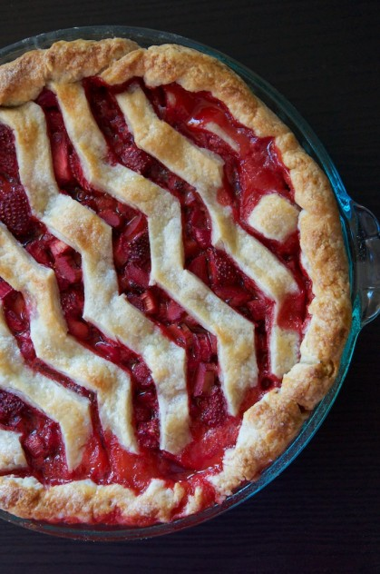 Strawberry Rhubarb Vanilla Bean Pie with Chevron Crust Recipe // Dula Notes