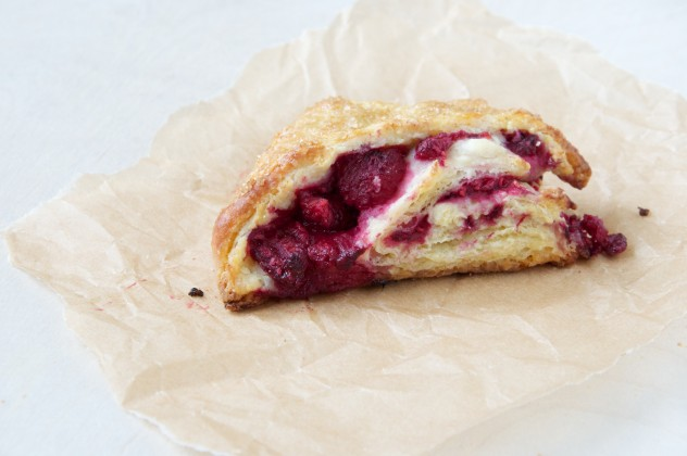 Raspberry White Chocolate Scones Recipe // www.dulanotes.com @nicoledula