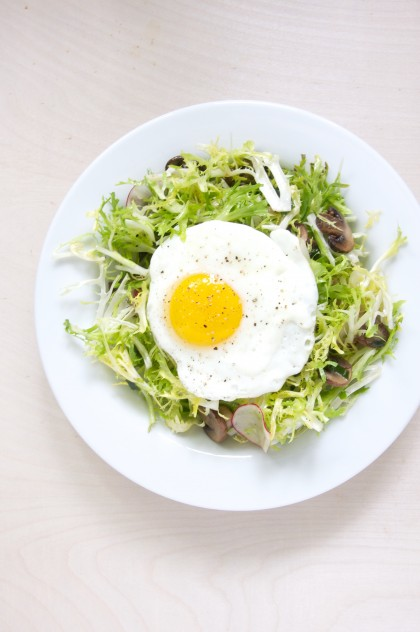 Frisée Salad with Mushrooms and Fried Eggs + Week 1 of Whole 30 // @nicoledula #whole30